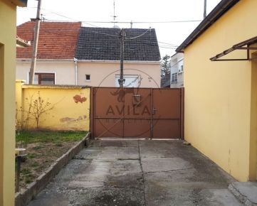 Na predaj vidiecky dom s veľkým pozemkom v Piešťanoch