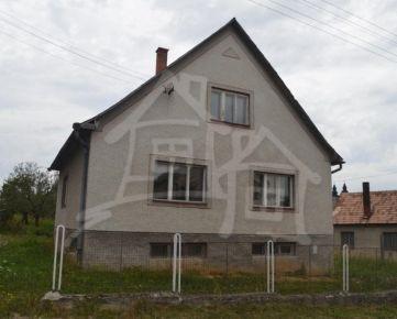 Dom na rekonštrukciu pod Strážovskými vrchmi