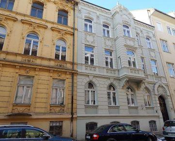Palisády: Na prenájom 2 - i byt /68 m2/ v historickom dome