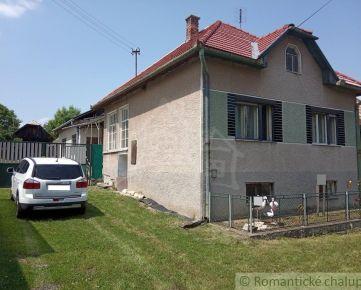 Výrazne znížená cena !!!  Čiastočne zrekonštruovaný rodinný dom s veľkým pozemkom na okraji obce