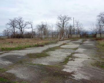 Prenájom betónovej a trávnatej plochy vo Vrakuni