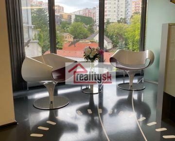 Ponúkame na prenájom lukratívne kancelárske priestory v Karlovej Vsi na ulici Jána Stanislava.
