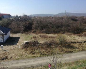 Pozemok v Modre 800 m2