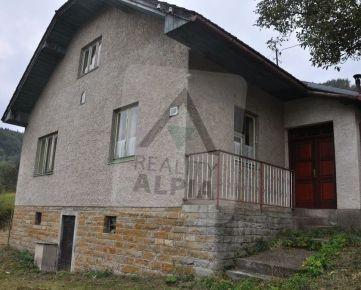 Rodinný dom /1493 m2/ - Horný Vadičov