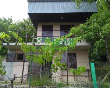 Predáme záhradu s murovanou chatkou v Bratislave - Devín