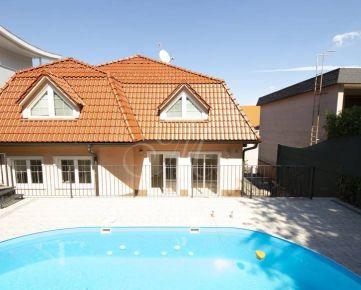 Luxusná vila s bazénom v Bratislave - Starom Meste na prenájom