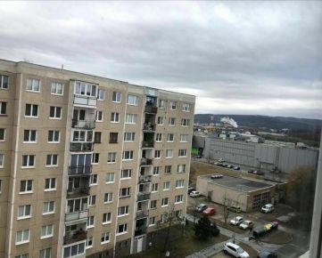 Ponúkame na predaj priestranný 3-izbový byt vo výbornej lokalite Sídliska Sekčov, ulica Vihorlatská