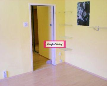 COMFORT LIVING ponúka - Priestranný 2 izbový byt na Čiernovodskej ulici - nové rozvody elektriky, byt je bez tiarch, kúpou voľný ihneď