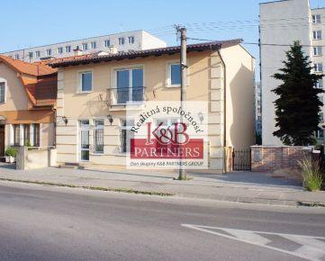 Ponúkame Vám na prenájom exkluzívny obchodný priestor na prízemí v novostavbe polyfunkčného domu na Bratislavskej ulici v Trenčíne!