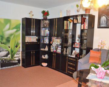 3 izb, byt na zvýšenom prízemí vo vybornej lokalite VI.sídliska