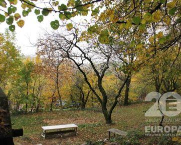 Pozemok pod lesom a možnosť stavby pre indiv. rekreáciu krásne prostredie Dúbravka - predaj
