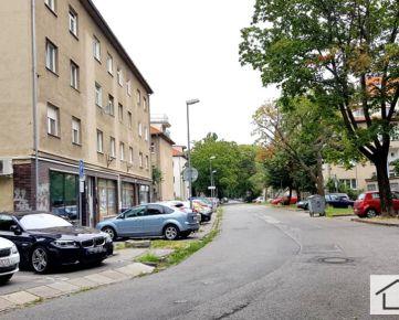 RK MER - predaj pekný 2 izbový, priestranný byt, Velehradská ulica, Bratislava II Ružinov Nivy,70,25 m2,  špajza, loggia, TEHLA, KOMPLETNÁ REKONŠTRUKCIA, SUPER LOKALITA, TREBA VIDIEŤ, v ponuke IBA U NÁS
