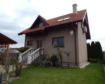 Podunajské Biskupice: Na prenájom novostavba RD so záhradou a garážou
