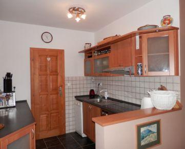 Predávame 3-izb.byt + 1-izb.byt v centre obce Beluša