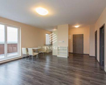 PREDAJ - priestranný 2izbový byt s veľkou terasou a parkovacím státím
