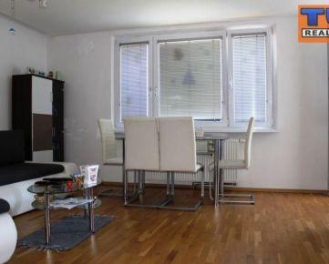 Prenájom, trojizbový byt, 68 m2, kompletná rekonštrukcia, lodžia, pivnica, Trnava, ul. Čajkovského. CENA: 470,00 EUR/mesiac