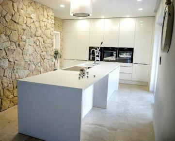 Bývajte v luxusnom 5 izbovom rodinnom dome s 3 bonusovými miestnosťami, ulica Korálová, Bratislava
