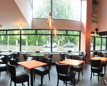 Odstúpenie zabehnutej prerobenej reštaurácie na Špitálskej ulici, 279m2 na 2 podlažiach, oddelené fajčiarske priestory!