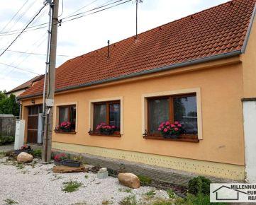 Predaj 4 izbový rodinný dom, LOZORNO, Zvončínska ulica, okres Malacky, v dvojdome, v ponuke IBA U NÁS - cena: 170.000,- EUR ...www.mer.sk