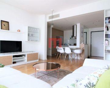 Na prenájom moderný 3 izbový byt na Kolibe s veľkou predzáhradkou a garážovým státím