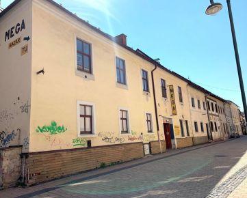 Budova v historickom centre mesta Banská Bystrica.