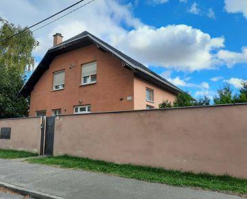 Predám v Podunajskych Biskupiciach veľký rodinný dom, 3 bytové jednotky.