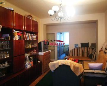 EXKLUZÍVNE na PREDAJ čiastočne prerobený 2 a pol izbový byt v Rimavskej Sobote