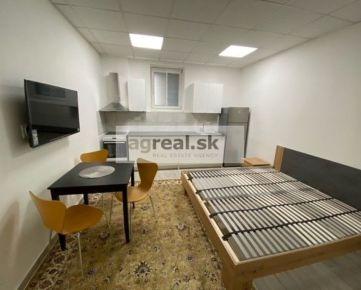 Prenájom- garsónky (21 m2 a 27 m2) v historickom centre mesta, ul. Grosslingova, BA I- Staré Mesto