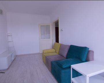Priestranný byt v tehlovom bytovom dome Staničnej ulici aj so zariadením