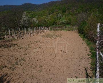20 árový pozemok v  Horných Orešanoch na predaj