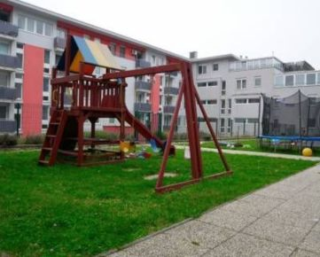 PRENÁJOM - príjemný 2i byt s predzáhradkou, J. Stanislava, Karlova Ves