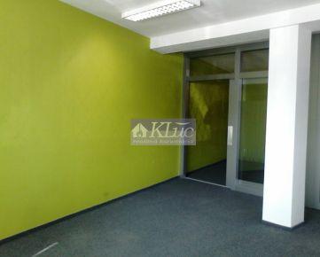 Sklad a kancelárie v novej budove v menšom areáli. Dvojkrížna ul.