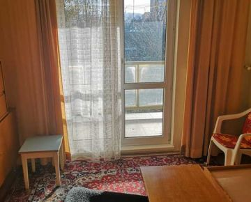 Predám 2-izbový  byt v centre Popradu s 2 balkónmi