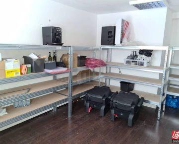 Direct Real - Prenájom malého skladu 18,75m2 a jednej kancelárie 24m2