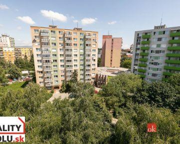 Na predaj veľký 3-i. slnečný byt, Levice - centrum, 2x balkón