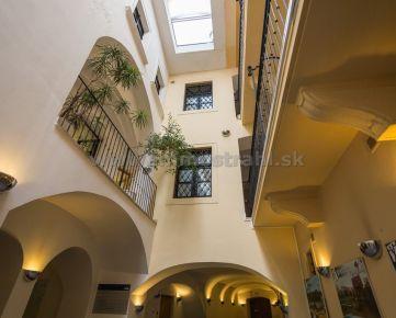 Príjemný 1izbový byt - apartmán 44 m2 na prenájom v kompletne zrekonštruovanom objekte na Michalskej ulici v Bratislave