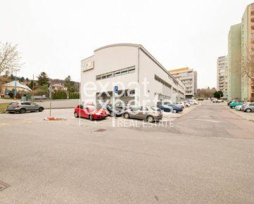 Trojpodlažná administratívna budova, 2969 m2, parkovanie, Kramáre