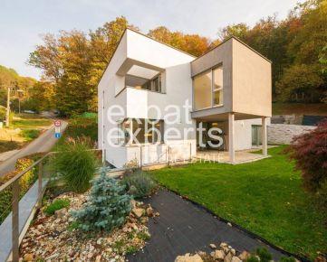 PREDANÉ: 6-izb vila pod lesom, Borinka, 330m2, 873m2 pozemok