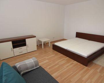 BOND REALITY - Prenájom 1 izb. bytu s balkónom v projekte KOLOSEO, Tomášiková ul.