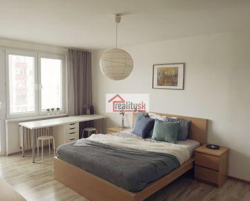 Slnečný, kompletne zrekonštruovaný, zariadený a vybavený byt 2+kk v Ružinove
