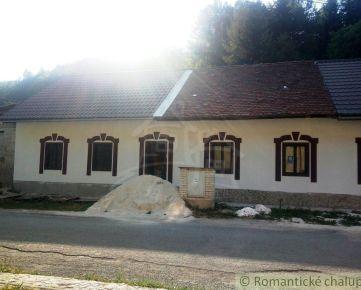 Dva pôvodné sklárske domy v osade Gápel na predaj