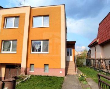 Direct Real - 5-izbový poschodový rodinný dom s garážou na pozemku 389 m2 vo vyhľadávanej lokalite v Seredi
