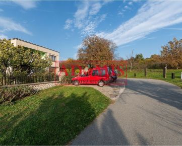 REZERVOVANÉ - ADOMIS - ponúkame na predaj pekný útulný rodinný dom Nižná Myšľa, tiché miesto, perfektné súkromie