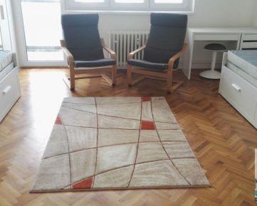 Prenájom dvoch samostatných izieb v 3izb. byte na Robotníckej ul. po kompl. rekonštrukcii, samostatné izby, 2xbalkón.