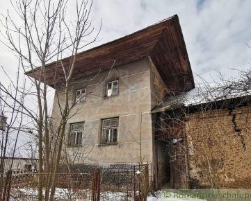 """Pôvodná chalupa s """"výškou"""" a gazdovským dvorom na Vrbovských kopaniciach len u nás na predaj."""