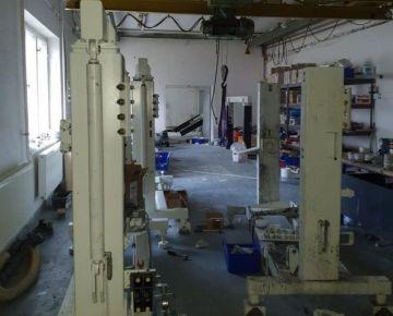 Prenájom výrobnej haly  330 m2  skladové a kancelárske priestory  Dubnica nad Váhom