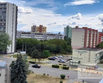 Na predaj dvojgarzónka Vrakuňa, Stavbárska.