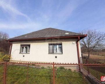 Direct Real - Iba u nás! Ponúkam na predaj rodinný dom v Beladiciach, časť Pustý Chotár, s veľkým 2877m2 pozemkom.