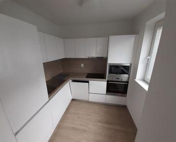 2 izb. byt s veľkým balkónom v širšom  centre, NOVOSTAVBA