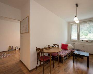 Invest & Real | Na predaj 1 a pol izbový byt na Jánošíkovej ulici
